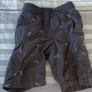 Gap kids cargo shorts with pirate skulls